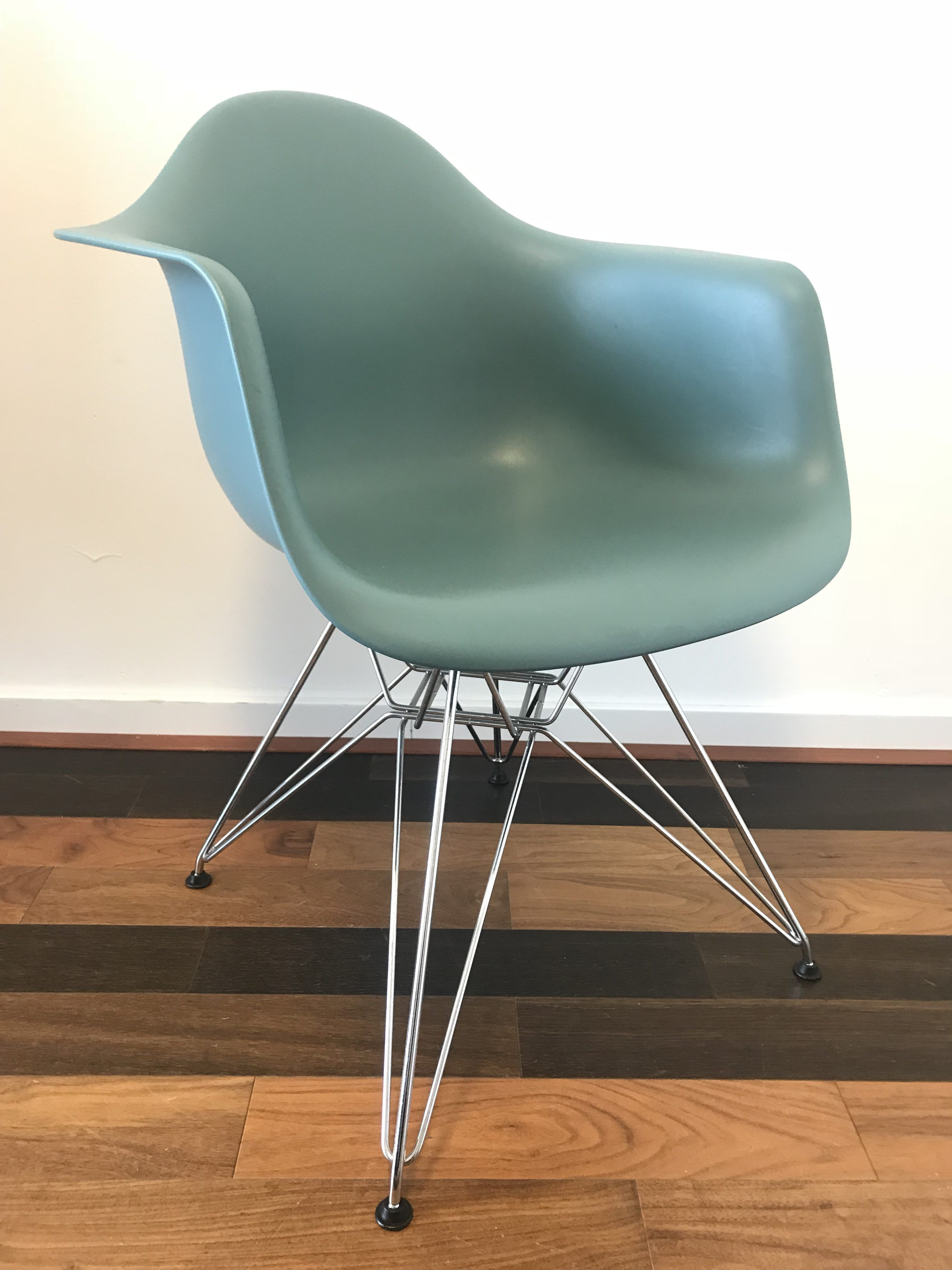 Eames stoel vitra vitra lcw chair with eames stoel vitra for Witte eames stoel